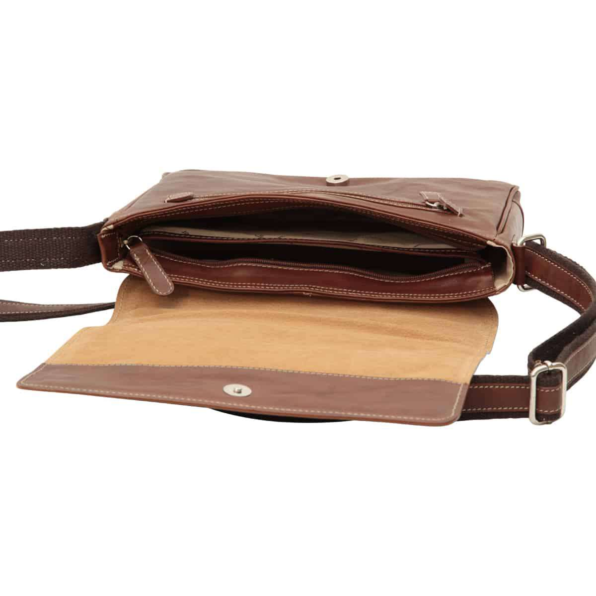 Oiled calfskin leather messenger with frontal zip closure - Chestnut | 410461CA UK | Old Angler Firenze